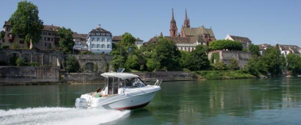 Motorbootschule auf dem Rhein Münster Basel Schweiz Powerboat
