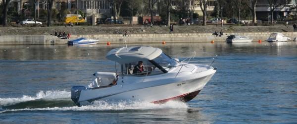 Motorbootschule auf dem Rhein in Basel
