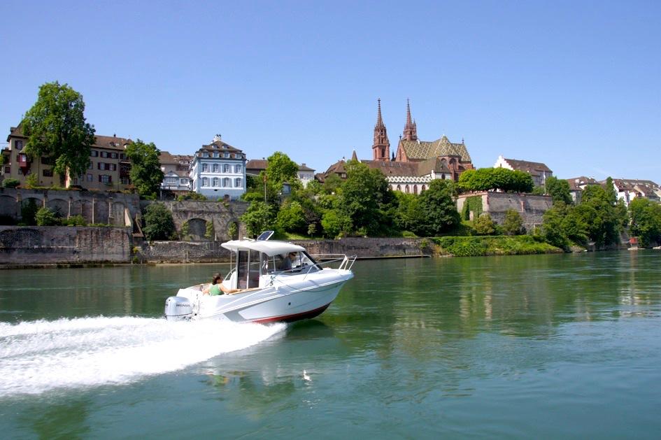 Ausflug auf dem Motorboot in Basel