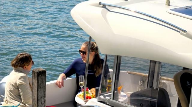 Apero auf dem Motorboot in Basel